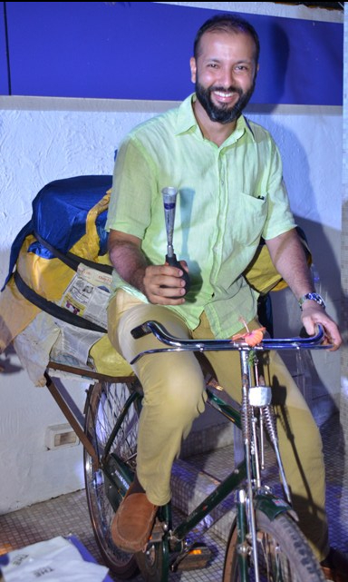 GM Saurabh Khanna rides the Poder cycle